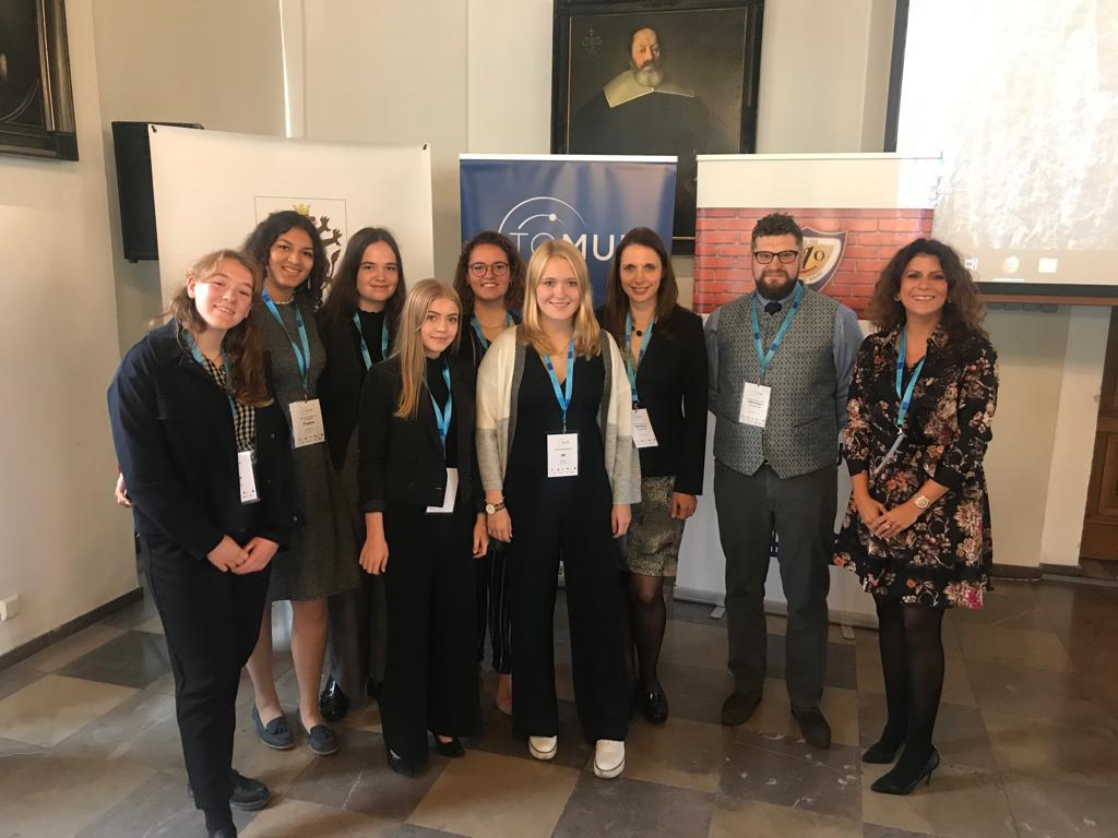 LMRL students excel at MUN conference in Poland